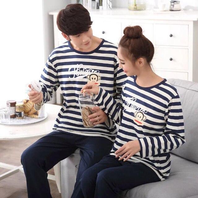 Hombres Pijamas ropa de Dormir Pijama de Rayas Hombres Parejas de Corea de Manga Larga Pijamas ropa de Noche 2017 Amantes de la Historieta Homewear Hombre Marca