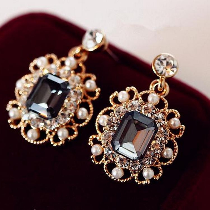 2020 Newest Korean Earrings Ladies Jewelry Pearls Vintage Fashion Shiny Crystal Square Earrings For Women Wholesale 8g