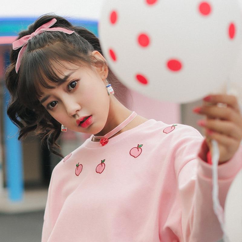 Sudaderas de mujer Japan Harajuku Wild Loose College Peach bordado sudadera  femenina coreana Kawaii Cute Svitshot para mujer 80fe9a95ea4c