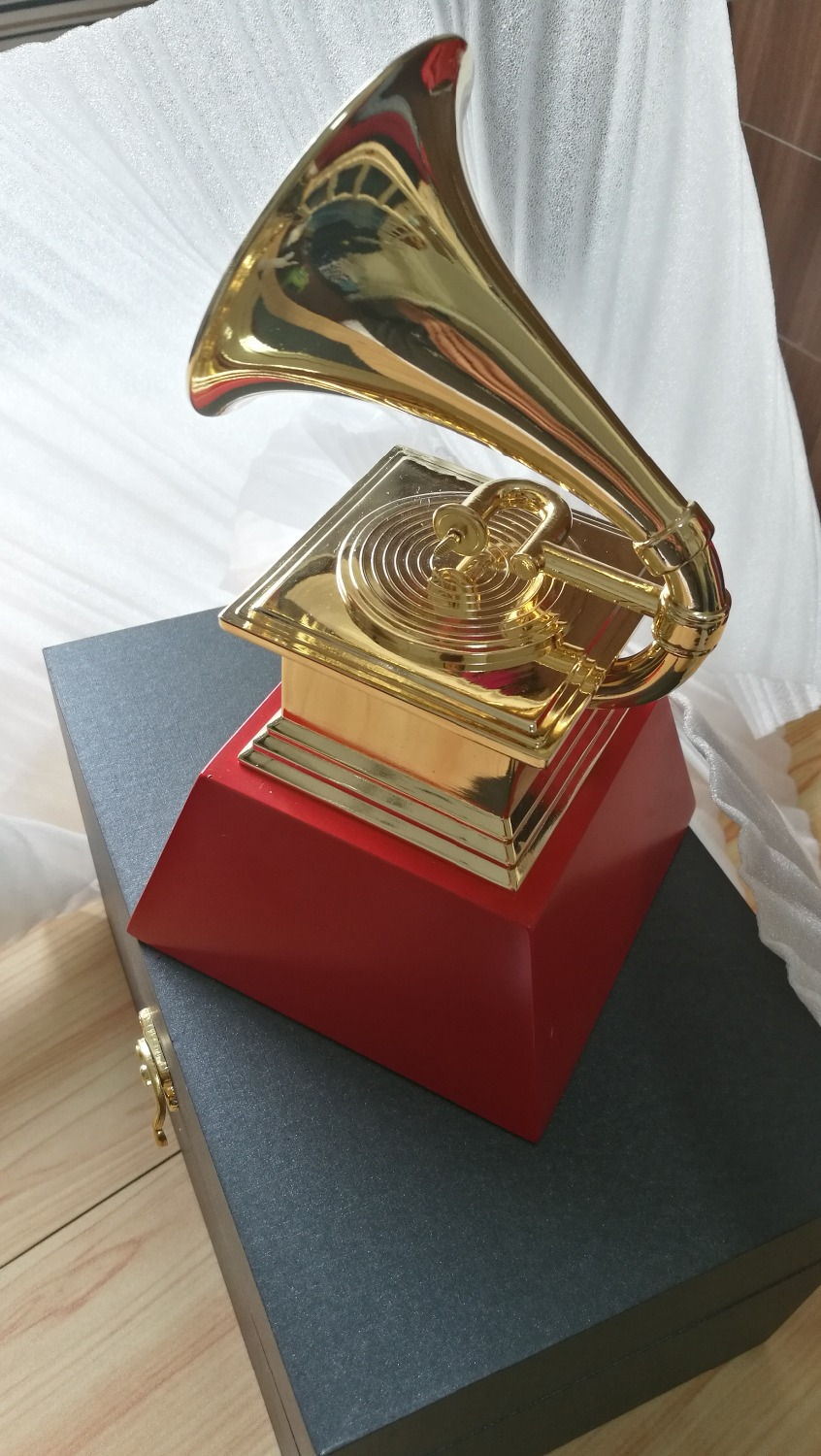 2018 GRAMMY Awards 1:1 Real Life Size 23 cm Height GRAMMYS Awards Gramophone Metal Trophy Souvenir Collection Free Shipping