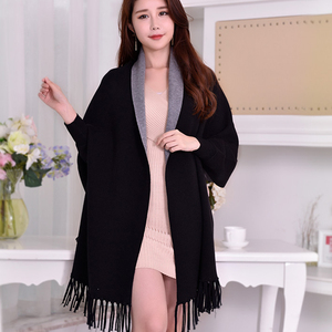Image 1 - 겨울 뒤집을 수있는 검은 색 슬리브 판초 여성용 따뜻한 스카프 스톨 Thicken Pashmina Shawls 및 랩 Tassel Wearable Poncho Capes