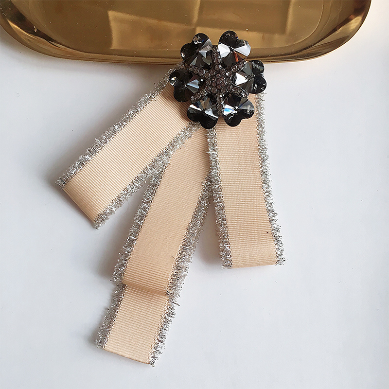 Zinc Alloy Women Sale 2018 Real Bow ties Pin Female Big Bow Collar Flower College Fabric Tie Clothing Accessories Brooch