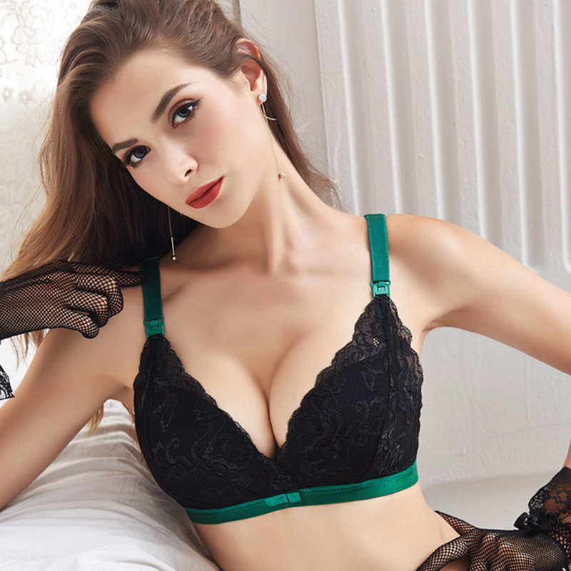 Hot babes giving blowjobs