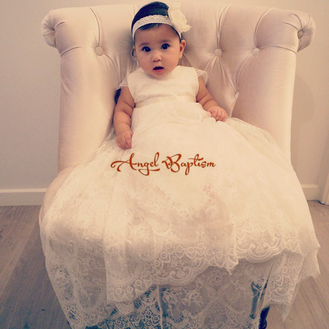 Cute Newborn blessing dress infant baptism baby ivory christening dresses long lace gown with headpiece for girls and boys baby girls boys christening gown dresses vestidos infantis princess wedding party lace dress for newborn baptism 0 24month