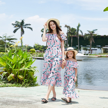 2019 Mother And Daughter Cothes Outfit  Long Dress Chiffon Off Shoulder Floral Print Bohemian Beach Dress цена 2017