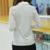 Las Mujeres Camisa a rayas 2016 Nuevo V-cuello Ocasional Suelta de Algodón de Manga larga Camiseta Para Mujer Niñas Negro Blanco Gris
