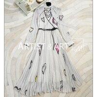 Svoryxiu High End Пользовательские Шелковый длинное платье Для женщин в черный горошек в форме сердца печатных тонкий гофрированный V шеи Макси пла