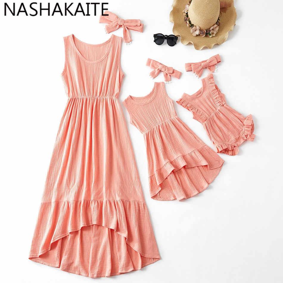 NASHAKAITE Mommy และ Me ปะการังสีไม่สม่ำเสมอความยาวยาวชุดแม่และชุดลูกสาวสำหรับครอบครัว