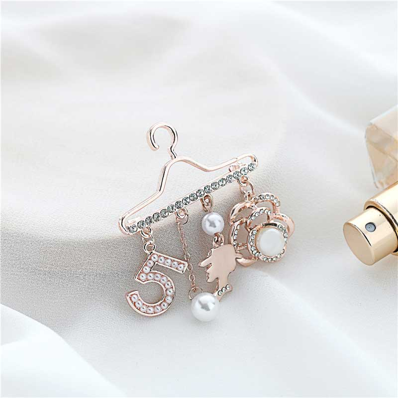 Fashion Brooch Pin Generous Pearl letter Brooch Pin Scarf Pin Top Fashion N5 Brooch For Women 5