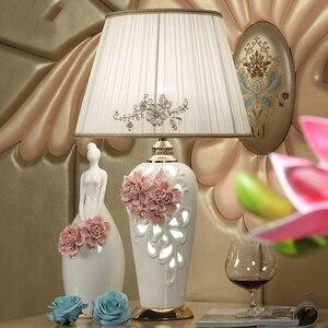 Chinês jingdezhen esculpida cerâmica lâmpada de mesa sala estar decoração 220 v porcelana abajur para o quarto lamparas mesa