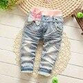 Del otoño del resorte Roupas Baby Girls Washed bordados antiguos de dibujos animados arco de encaje Denim Jeans pantalones largos embroman los pantalones S2750