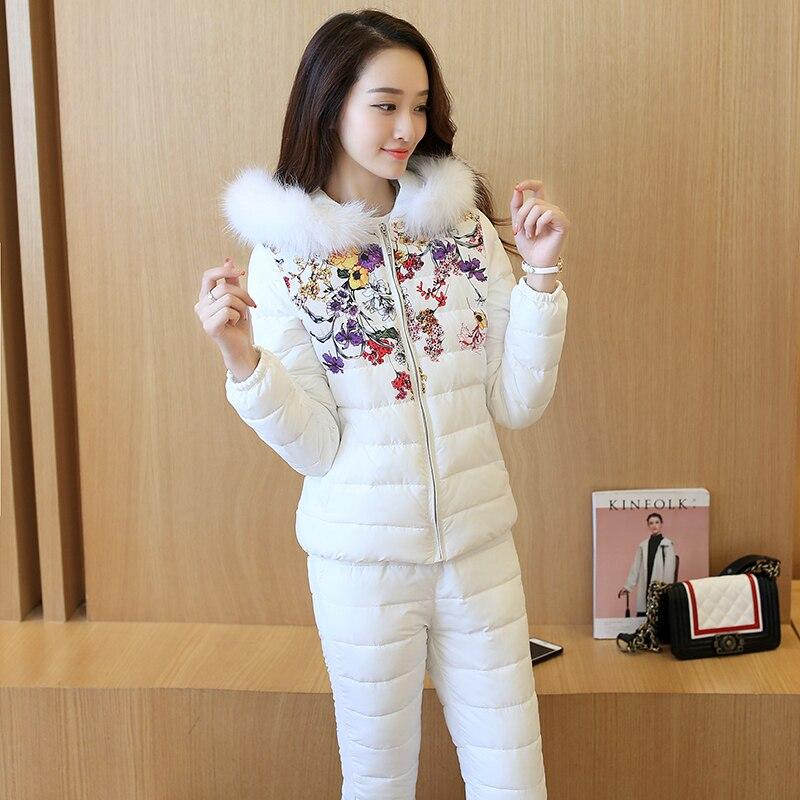 Winter tweedelige set Vrouwen Katoen Suits 2017 Mode Slanke Gedrukt Hooded Tops + Broek Warm Down katoen Casual Lady Kleding Sets-in Sets voor dames van Dames Kleding op  Groep 2