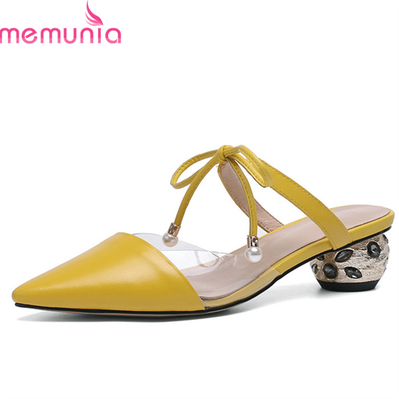 MEMUNIA 2019 nowy nabytek prawdziwej skóry buty damskie sandały szpiczasty nosek kryształ letnie buty eleganckie moda szpilki kobieta w Średni obcas od Buty na  Grupa 1