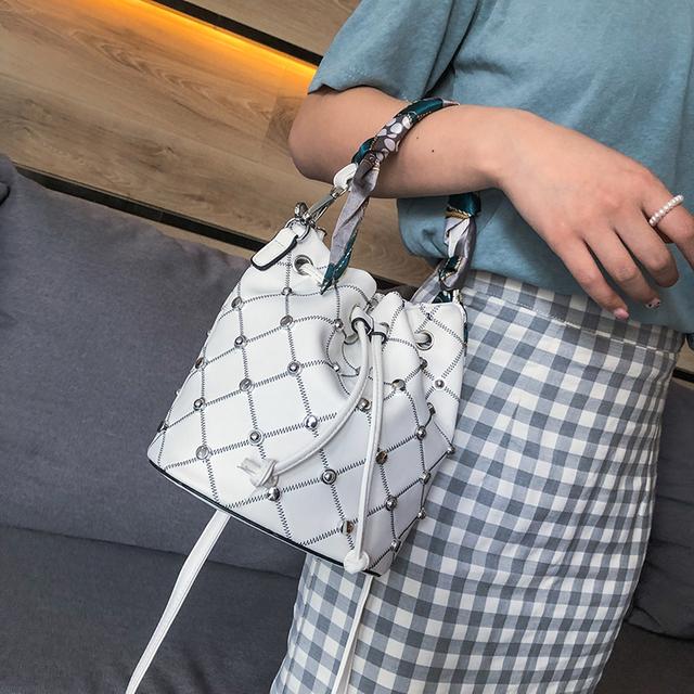 Malá kabelka ozdobená nitmi 3farby Small Bucket Bag with Rivet