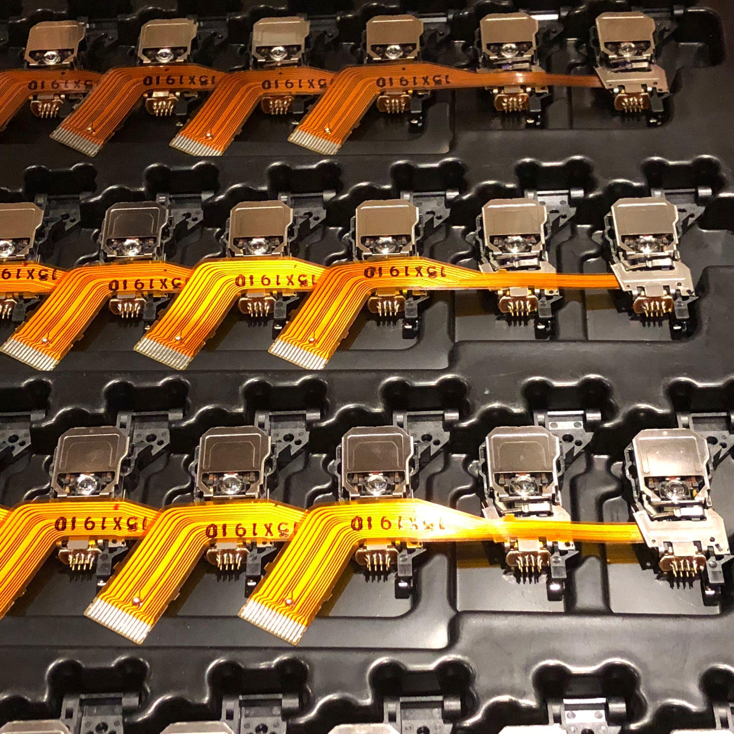 Brand New Clarion QSS-202 QSS202 QSS 202 Bil CD Laser Lens Lasereinheit Optiska Pick-ups Bloc Optik Väska till Land Rover