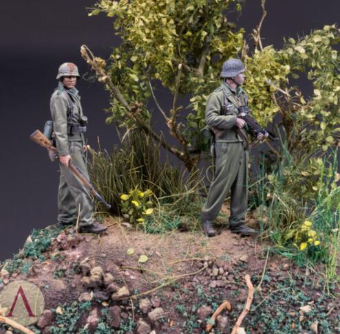 1/35  Normandy 2 Figures     Toy Resin Model Miniature Kit Unassembly Unpainted