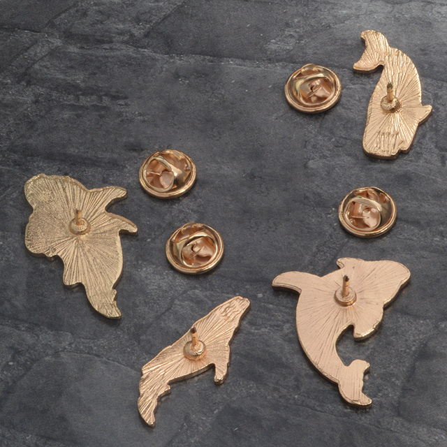 Women's Lonely Whale Enamel Brooches 4 Pcs Set 3