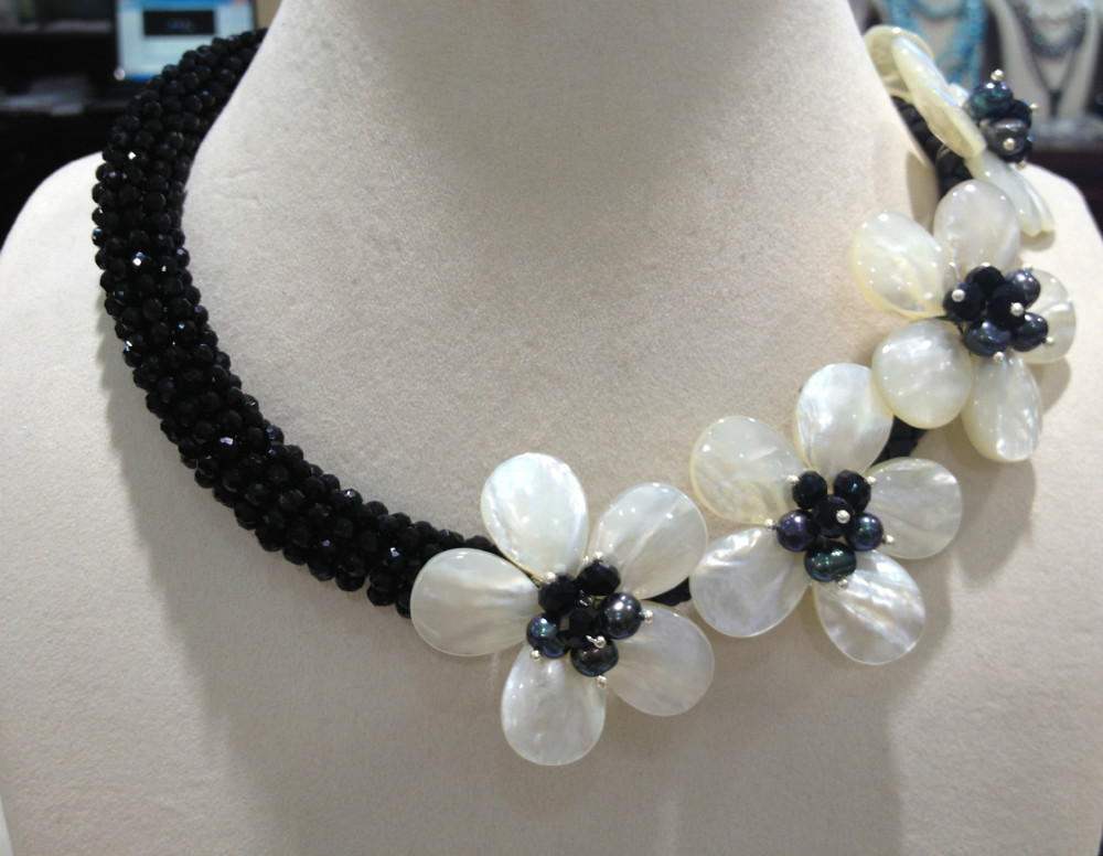 Free Shipping Natural Sea Shell Flowers Chocker Necklace With Black Crystal Women Jewelry Seashell flowers