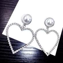 Женские серьги с большим сердцем украшенные кристаллами и искусственным