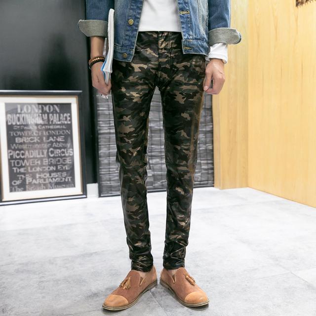 New Chegou dos homens de Personalidade Calças Skinny Casuais Corredores PU Calças de Couro Masculinos Calças de Camuflagem de Carga