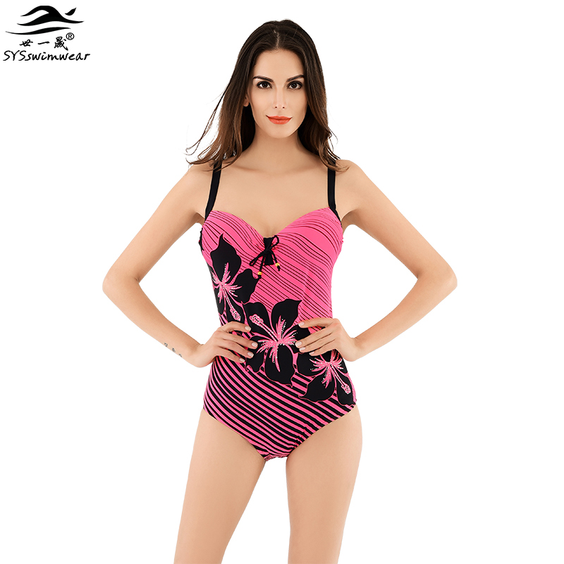 Женщина с гигантской грудью на пляже фото 406-958