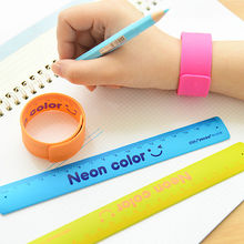 1 stuk armband School Liniaal, 18 cm, verschillende kleuren, liniaal Silicone Slap Bracelet - Feestartikelen, onbreekbaar Liniaal Armband