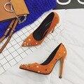 Cores Rebites Mulheres Sapatos 2017 Nova Primavera Sapatos Da Marca Apontou Toe Stiletto Bombas de Salto Alto Sapato Feminino Sapatos de Mulher