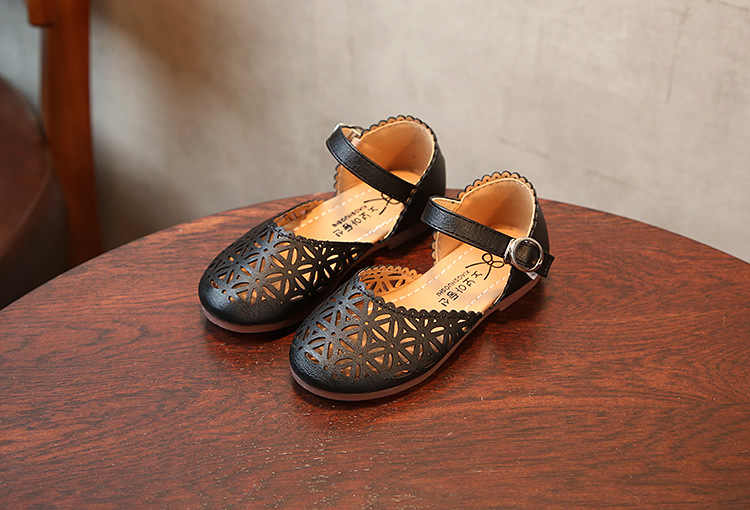 Nuevos zapatos de princesa de piel sintética para primavera y verano, sandalias para niñas, zapatos individuales transpirables para niños