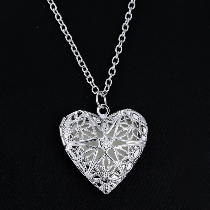 Rinhoo Heart <font><b>glowing</b></font> <font><b>necklace</b></font> Glow <font><b>in</b></font> <font><b>the</b></font> <font><b>Dark</b></font> Magical Gifts Vintage Blue <font><b>Glowing</b></font> Heart <font><b>Necklace</b></font> <font><b>glowing</b></font> <font><b>necklaces</b></font> pendant image