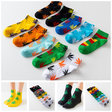 купить Men's Socks New Maple Leaf Socks In The Tube Cotton Skateboard Hemp Leaves In The Tube Socks Trend Korean Street Sports Socks по цене 129.41 рублей