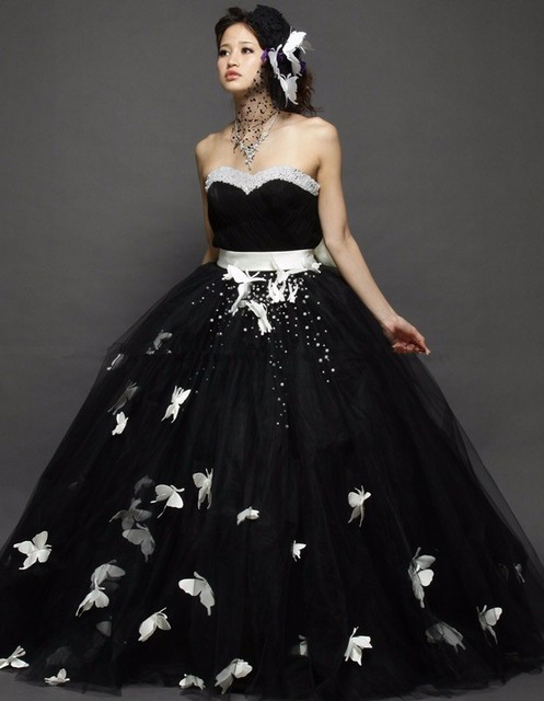 Vintage Gothic Black and White Wedding Dresses Butterflies Beaded  Sweetheart Puffy Floor Length 50s Wedding Gowns Vestidos af48f59c2e23