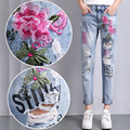 Ripped Flower Embroidery Jeans Female Light Blue Casual Pants Capris Summer Spring Pockets Harem Jeans Women Bottom Retro TT2314