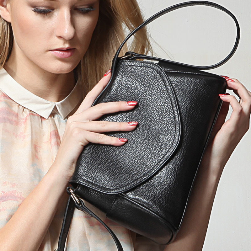 2018 leather female bag top layer leather shoulder Messenger bag female bag simple envelope bag the new 2015 female bag pu leather color matching envelope bag shoulder inclined a001 messenger bag bag free shipping to women