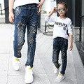 Высокое качество дети дети узкие джинсы для девочек отверстие звезды джинсы брюки новый 2017 осень мода весна девушки джинсовые брюки одежда