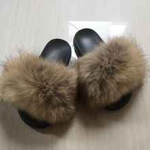 Женские меховые тапочки; сезон осень-зима; пляжные сандалии с натуральным мехом енота; пушистые удобные меховые вьетнамки