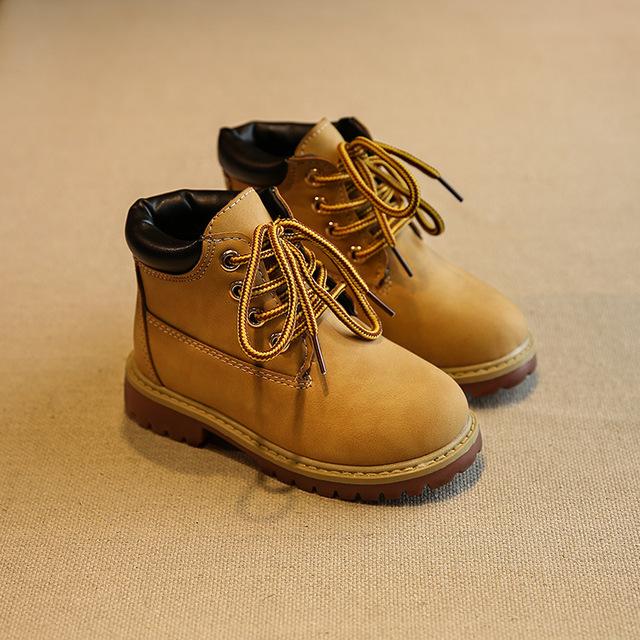 Niños 2016 otoño invierno venta caliente clásico botas niños niñas zapatos antideslizantes Martin botas de encaje amarillo sólido para niños size26-36