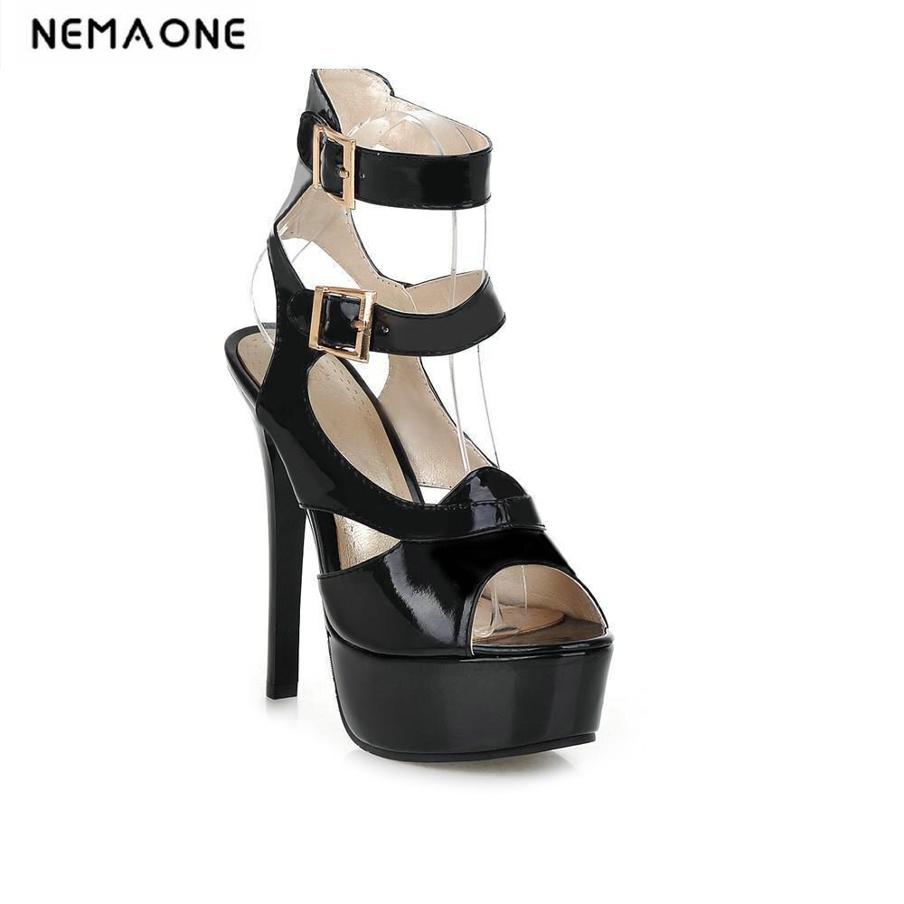 d894d53ee 2018 Nova Mulheres mid-calf Botas de verão Plataforma de salto alto fino  botas de fivela de Metal Moda Mulheres Sexy Sandálias peep Toe verão sapatos