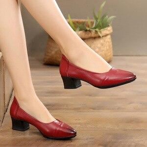 Image 2 - GKTINOO Primavera 2019 Senhoras Moda Apontado Toe Mulheres Bombas Meados Saltos Conforto Profissional Trabalhar Sapatos de Couro Genuíno Mulher