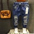 Niños Pantalones Nuevos 2016 Niños Niñas Jeans 2-7años Niños Pantalones Vaqueros Del Agujero Rotos Pantalones Bebé de La Manera Pantalones de Los Niños de Alta Calidad ZJ04