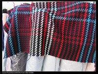 Koyu kırmızı büyük kumaş, ipliği boyalı yünlü kumaş ve moda kumaşlar.