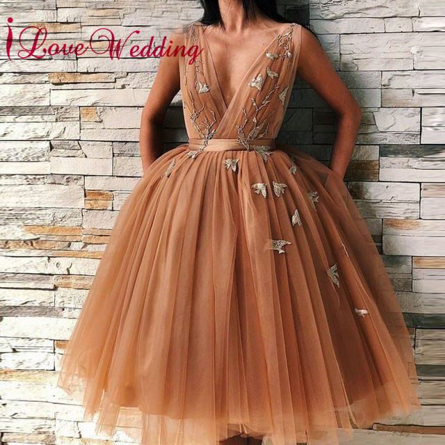 New Arrival 2019 Sexy V Neck Gold Tulle Embroidery Lace   Cocktail     Dresses   Custom made Sleeveless Ball Gown   Cocktail   Party Gown