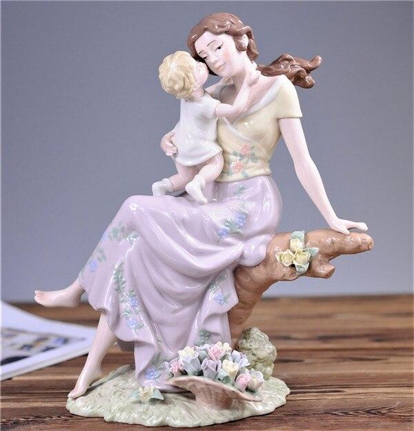 Hand painted porcelain elegant mom hold baby sculpture porcelain figurine ornaments home decorations