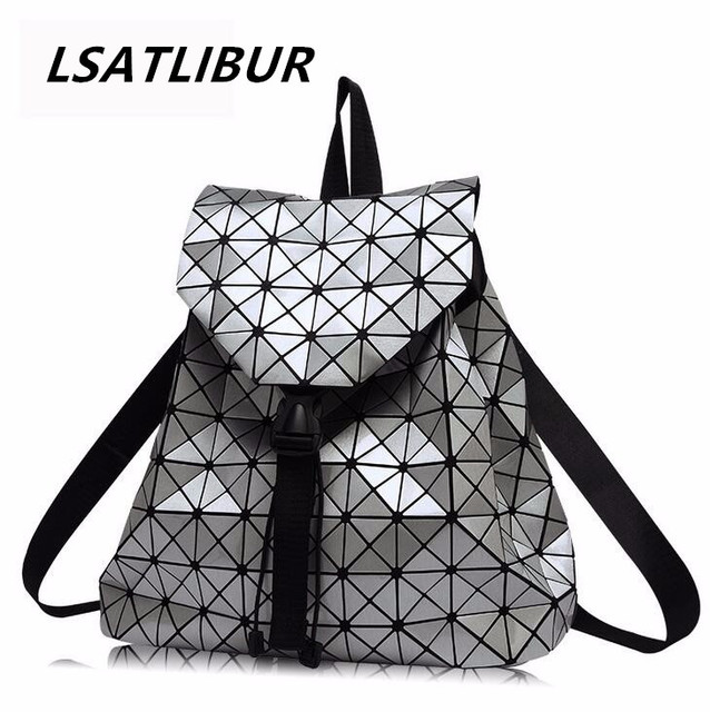 f76f1219e78 Rugzakken 2019 Mode Driehoek diamantrooster Bag Nieuwe Casual Laser Cube  Rugzak Trends Klassieke Dames Rugzakken vrouwen