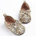 2016 Nueva Primavera de Leopardo de Seda A Granel Newborn Baby Toddler Mocasines Arco Zapatos de Bebé Zapatos de La Princesa Niñas Niños Suela Blanda Anti antideslizante