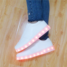 7ipupas Lighted Led shoes for Adults Unisex 2016 Fashion USB Rechargeable couple Luminous Shoes men Tenis LED Glow Shoes