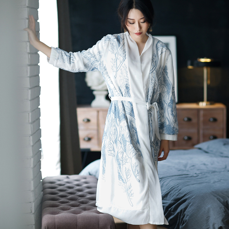 Winter New Lady Bath Robe Double-decker High-grade Embroidery Plus Velvet Thickened Plus Size Long Robe Bridesmaid Robes