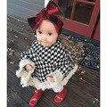 2017 caliente Clásico Niñas Capa capa A Cuadros Capa Niños Niñas Borlas Del Cabo Abrigo Bebé Prendas de Vestir Exteriores Del Cabo Capa