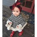 2017 hot Clássico Meninas Manto Xadrez capa Manto Crianças Meninas Cape Casaco Outerwear Bebê Casaco Capa Tassles