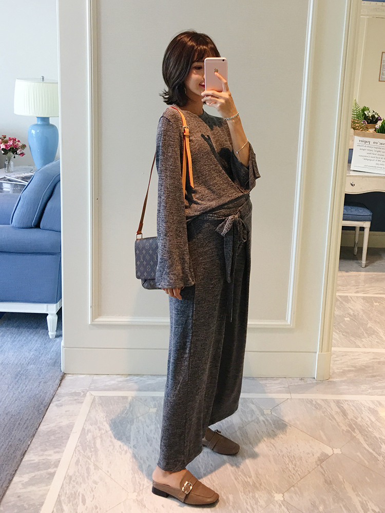 Maternity suit 2018 autumn new loose long-sleeved T-shirt top + wide leg pants two sets of tide mom fashion 2017 autumn girl doll shirt the fashionable two piece set of pure color lotus leaf coat with harness sets tide