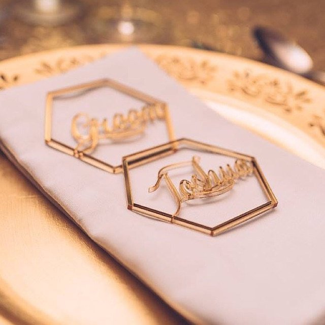 Ouro espelho Sinal de Casamento de corte A Laser cartões Do lugar Do Casamento Personalizado Geométrica nomes Es Hexagon Forma peça central Do Casamento de Acrílico